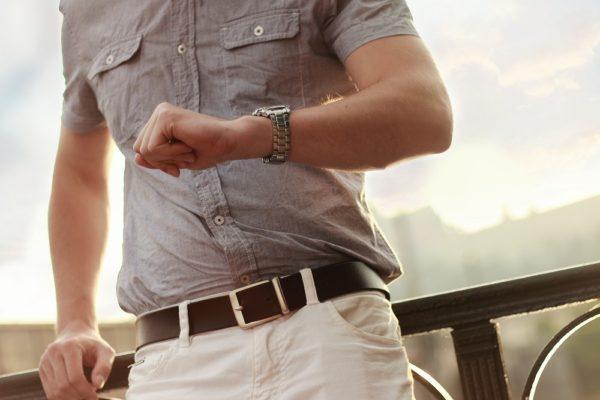Rövid ujjú ing viselése